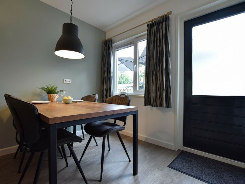 Modern Holiday Home in Hulshorst with Terrace, holiday rental in Vierhouten