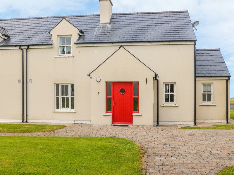 No. 5 An Seanachai, RING, COUNTY WATERFORD, holiday rental in Lismore