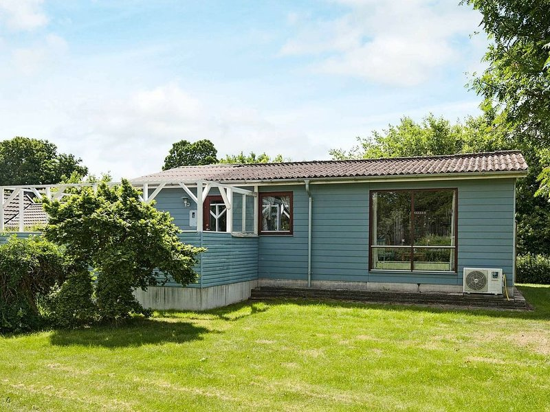 Charming Holiday Home in Juelsmind with Garden, casa vacanza a Horsens