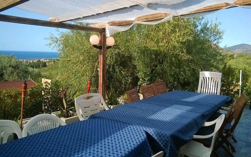 Villa Mimosa - 2 bedrooms villa with Sea View, jacuzzi, large Veranda and BBQ, vacation rental in Collesano