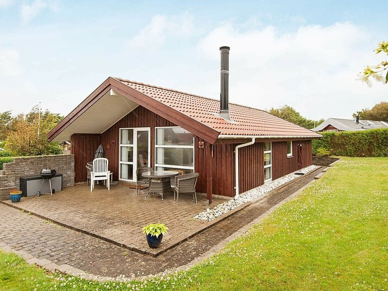 Wooden Holiday Home in Jutland with Terrace, holiday rental in Sjaelborg