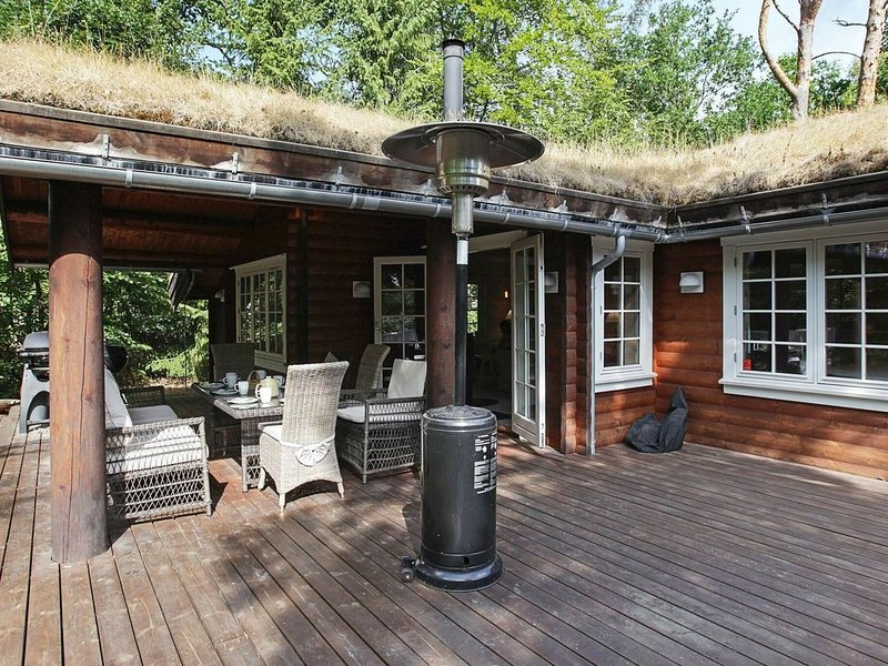 Luring Holiday Home in Hovedstaden with Terrace – semesterbostad i Halsnaes Municipality