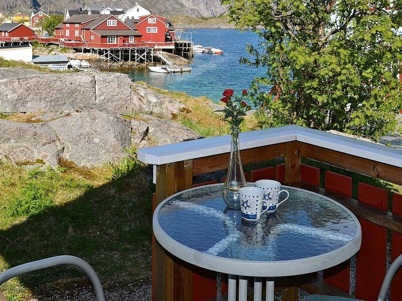 3 person holiday home in Henningsvær, alquiler de vacaciones en Norte de Noruega