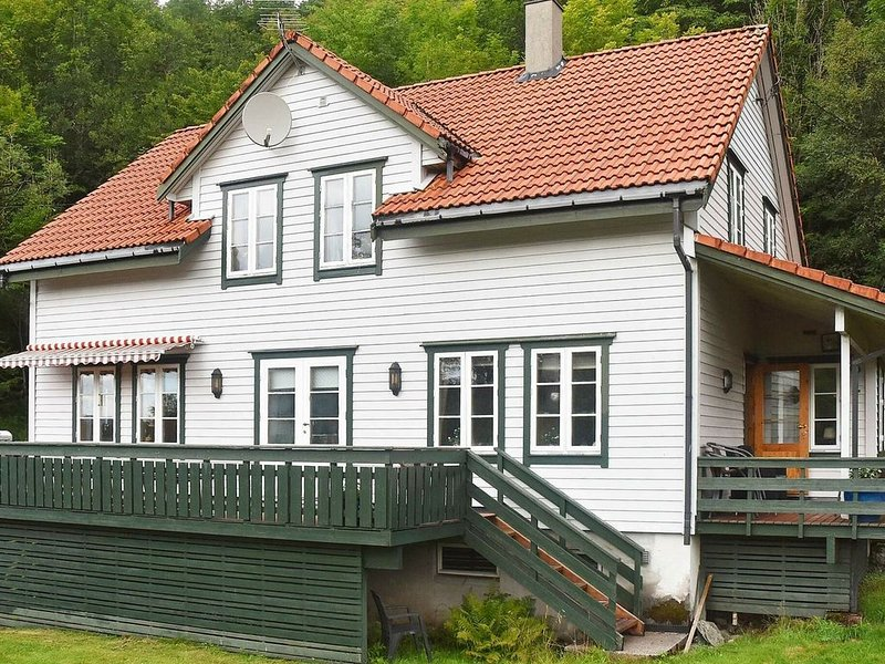 8 person holiday home in LONEVÅG, holiday rental in Fotlandsvag