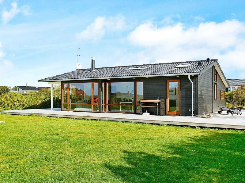 Peaceful Holiday Home in Vestervig with Whirlpool, location de vacances à Ydby