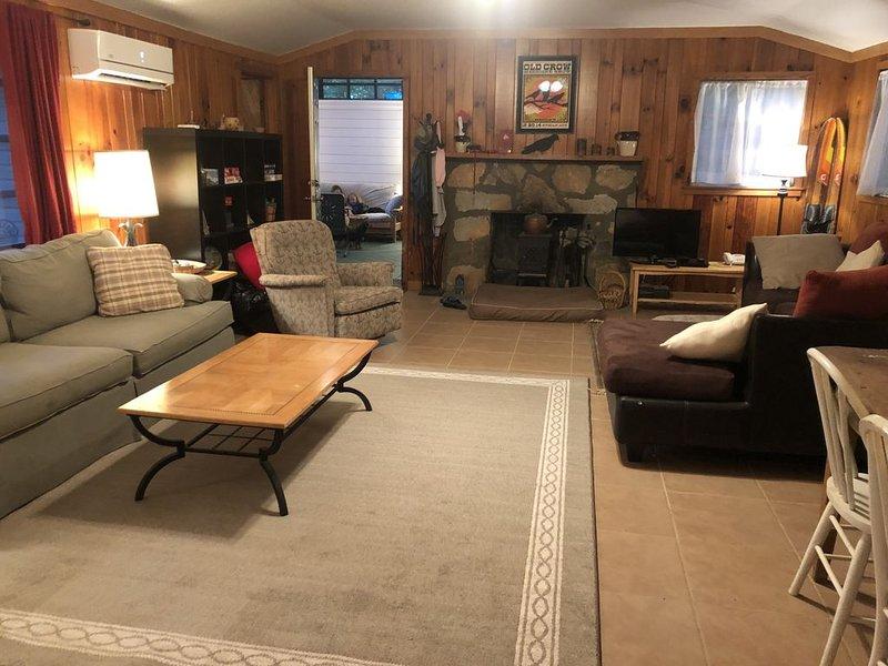 Cozy mountain cabin outside Clayton, short walk away from Lake Burton, holiday rental in Clayton