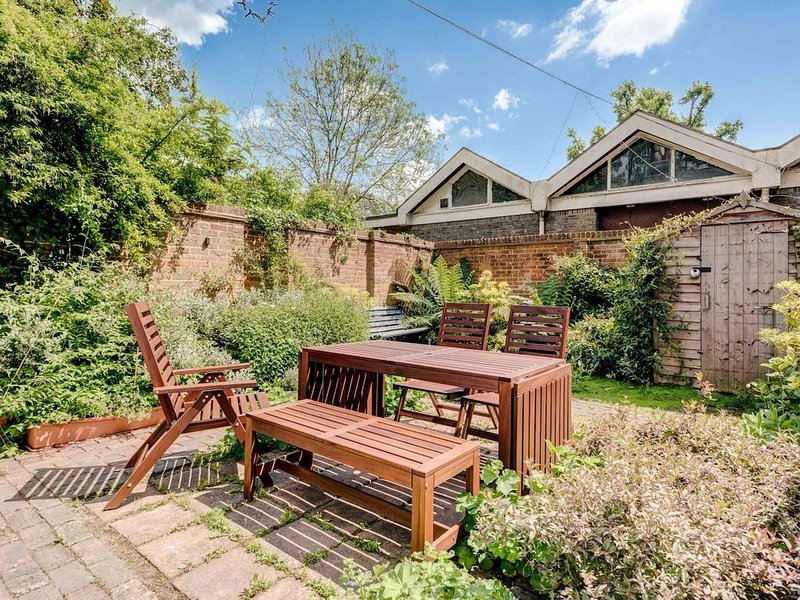 A Beautiful Cottage set in the heart of Alexandra park, vacation rental in Hastings