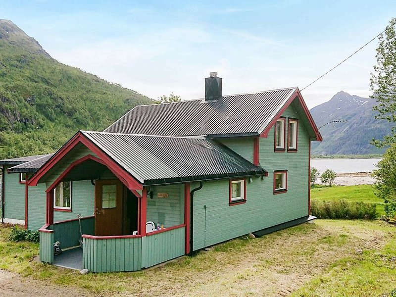8 person holiday home in Tengelfjord, alquiler de vacaciones en Norte de Noruega