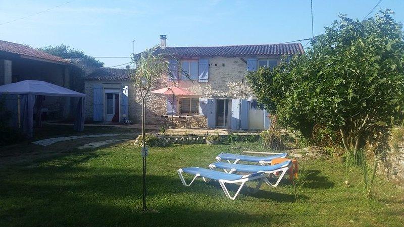 Charme des vieilles pierres, au cœur des vignobles du Médoc, casa vacanza a Pauillac