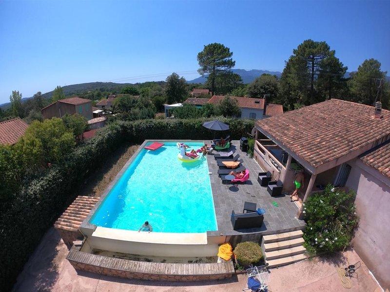 Nouveau : Charmante Villa avec Grande Piscine Proche Porto Vecchio Centre, holiday rental in Levie