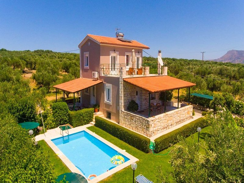 Villa Giannis: Large Private Pool, Walk to Beach, A/C, WiFi, Car Not Required, E, vacation rental in Apokoronas