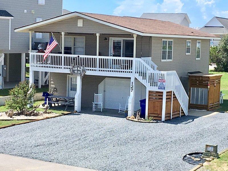 """OCEAN BLOCK - 3+ Bedroom, 2+ Bath, Sleeps 8-10 """"Holden Beach Exclusive East End"""", holiday rental in Holden Beach"""