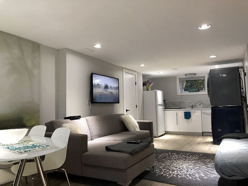Private Suite, 3 Queen Beds, 2 Bedrooms, Beach, Mountains, Gardens, alquiler de vacaciones en Lions Bay