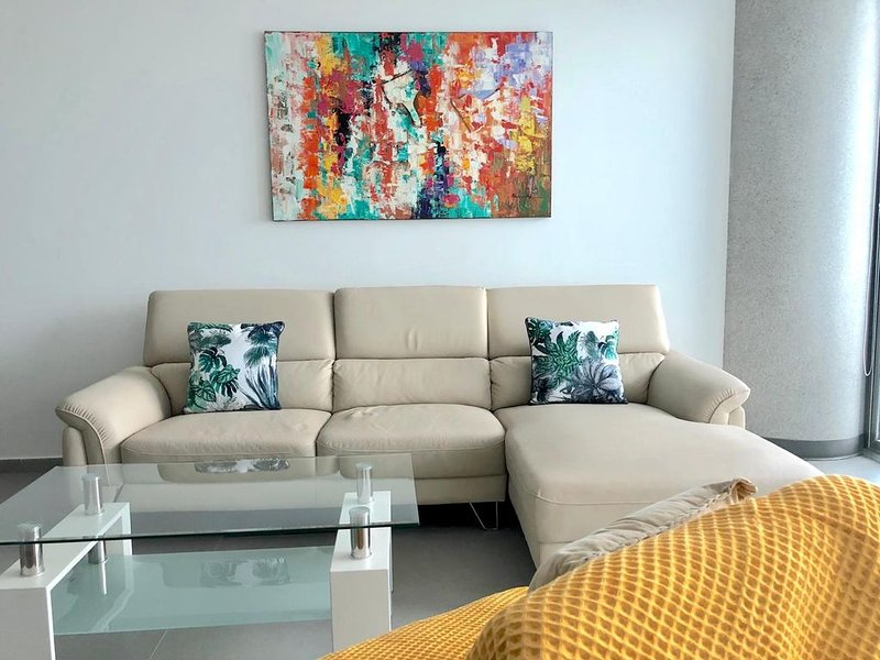 Exclusive, beautiful apartment in from of Panama Bay in Balboa Avenue., holiday rental in Panama City