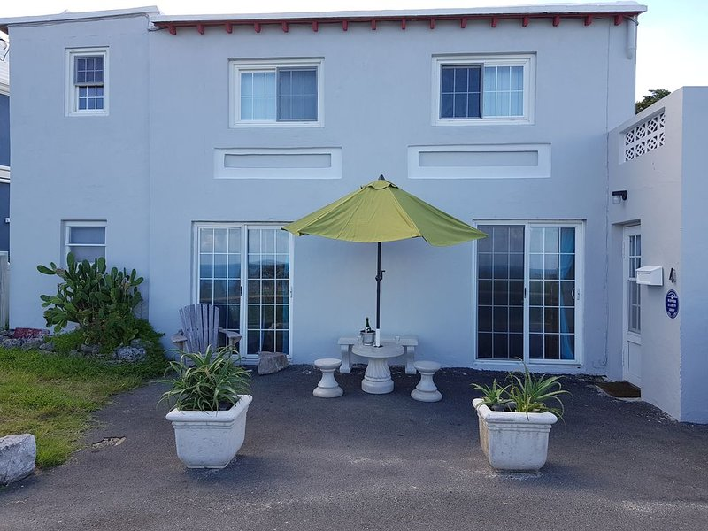 TOBACCO  BAY BEACH  FRONT  TRADITIONAL  APARTMENT, holiday rental in Hamilton Parish