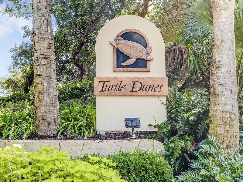 Stunning First-Floor Turtle Dunes Villa! Just Steps from Pool and Ocean!, holiday rental in Fernandina Beach