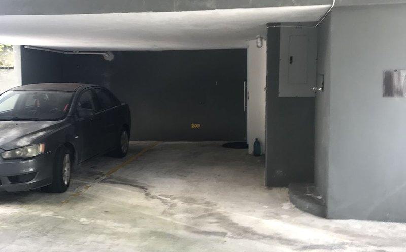 Comfy 1 bedroom condo with parking space close to Condado and Restaurants, alquiler vacacional en San Juan