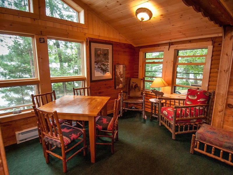 Vintage Vermilion - Cabins and Retreat (Larch Cabin) Beautiful Lakeside Cabins, holiday rental in Cook