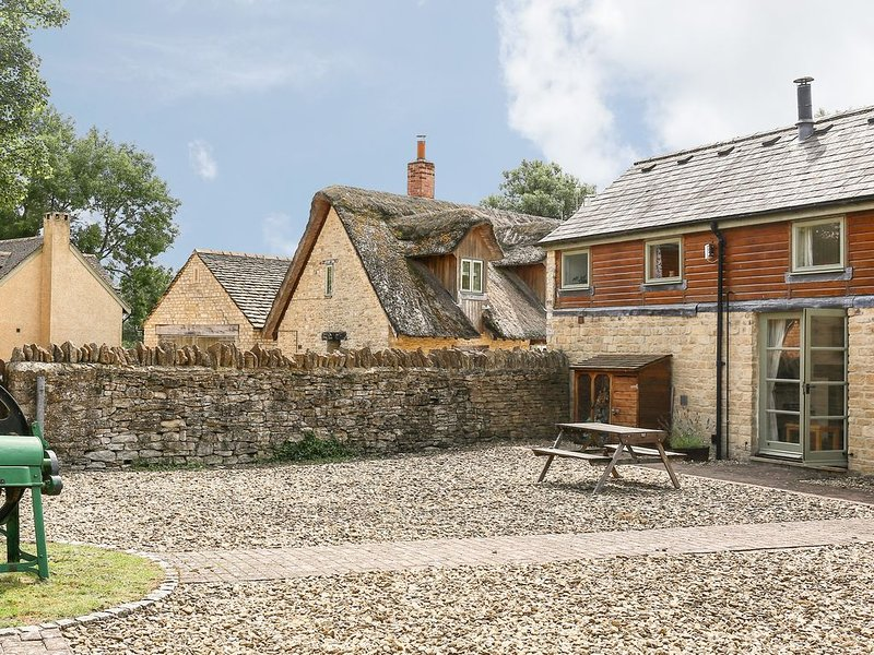 Mill View, COTSWOLD WATER PARK, vacation rental in Minety