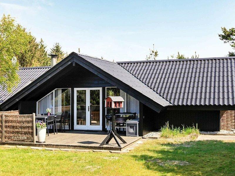Magnificent Holiday Home in Saltum with Terrace, Ferienwohnung in Saltum