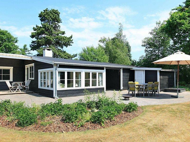 Exquisite Holiday Home in Gilleleje near Sea, vacation rental in Copenhagen Region