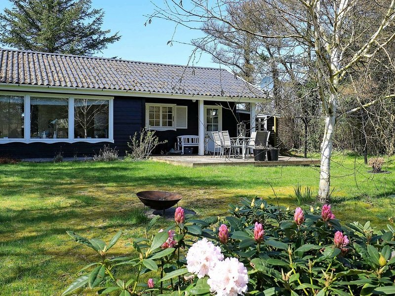 Delightful Holiday Home in Ulfborg with Terrace, Ferienwohnung in Baekmarksbro