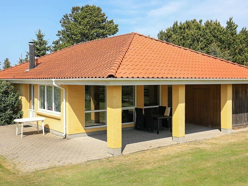Comfortable Holiday Home in Hals with Whirlpool, holiday rental in Gistrup