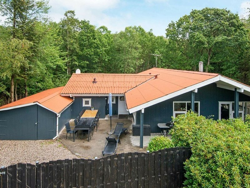 Refined Holiday Home in Glesborg near Sea, holiday rental in Skovgaarde