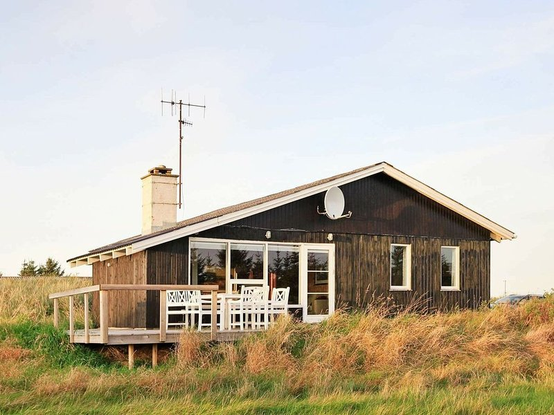 Serene Holiday Home in Thisted with Terrace, holiday rental in Lild Strand
