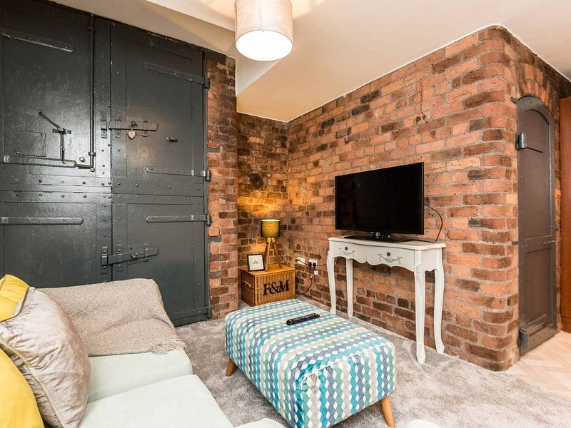 Stylish & Modern L1 Apt - walk everywhere!, holiday rental in Liverpool
