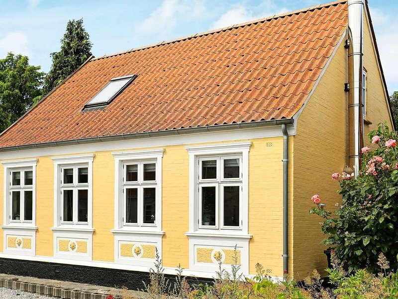 Comfy Holiday Home in Marstal with Terrace, Ferienwohnung in Marstal