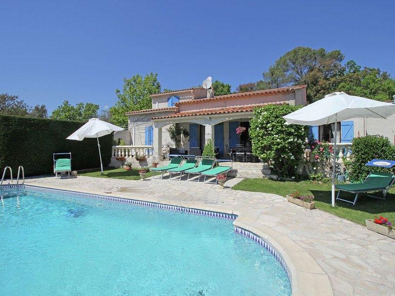 Gorgeous Holiday Home in Bagnols-en-Forêt with Private Pool, holiday rental in Bagnols-en-Foret