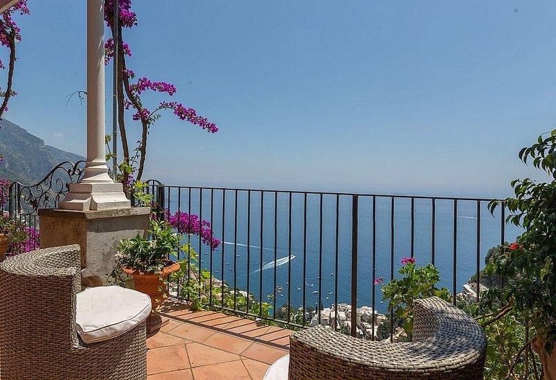 Casa Zenia A is a splendid apartment located on a hillside, facing the sea. It, Ferienwohnung in Positano