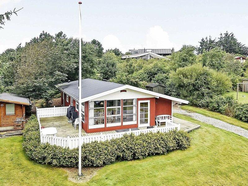 Luxurious Holiday Home in Struer with Terrace, aluguéis de temporada em Lihme