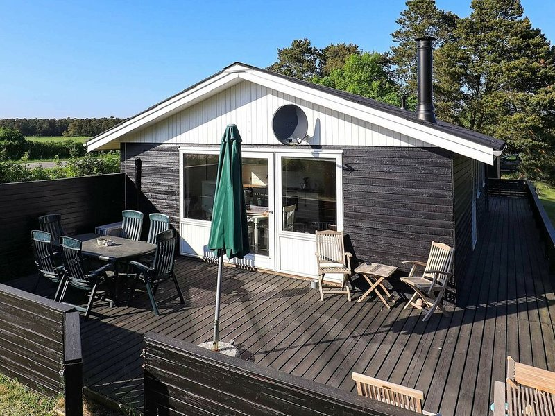 Peaceful Holiday Home in Storvorde near Sea, holiday rental in Gistrup