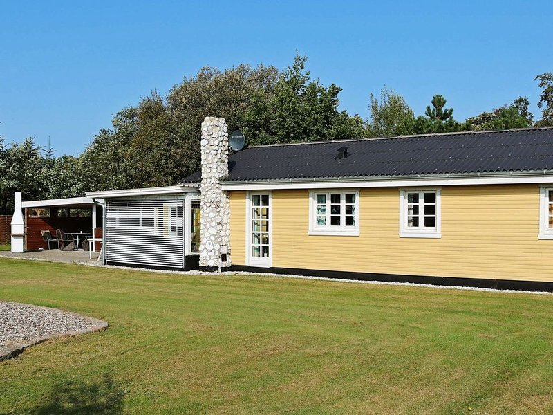 Spacious Holiday Home in Storvorde with Terrace, location de vacances à Gistrup