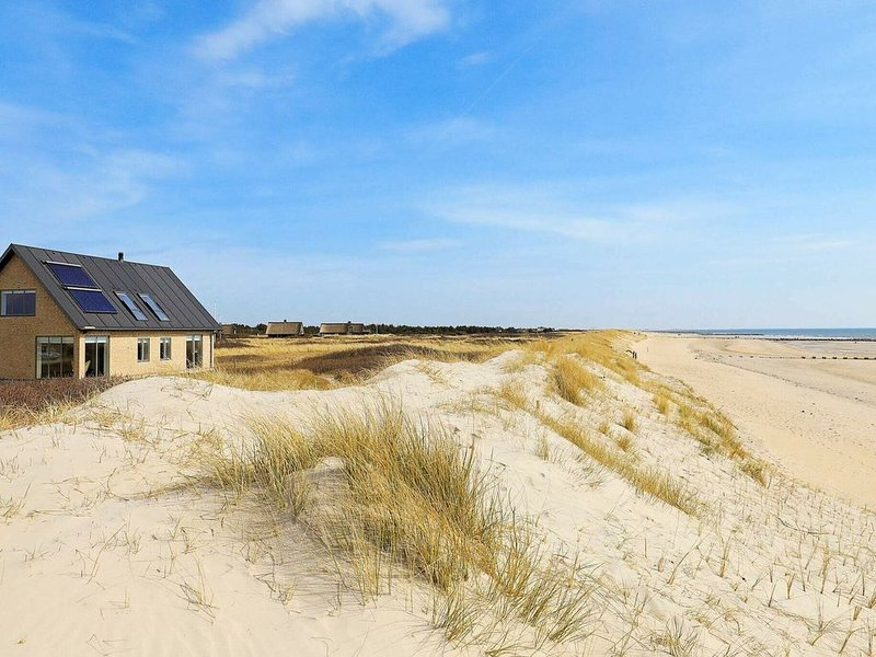 Beautiful Holiday home in Blåvand with Sauna, location de vacances à Varde