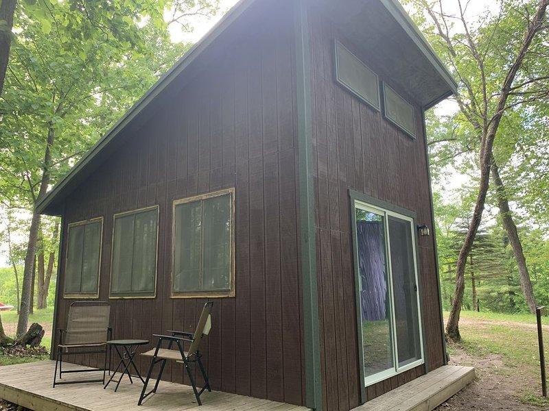 Amazing Glamping Cabin in the woods!, alquiler de vacaciones en Hackensack
