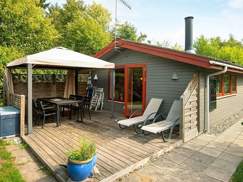 Welcoming Holiday Home in Ebeltoft with Whirlpool, holiday rental in Foelle Strand