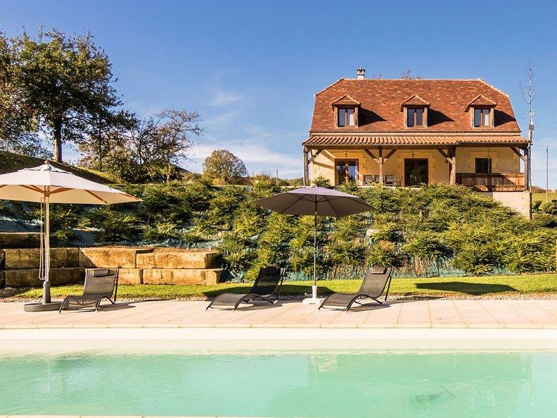 Luxury villa with heated pool on the edge of Montignac., vacation rental in Aubas