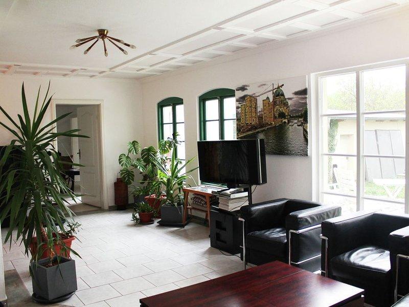 Gorgeous Apartment with Terrace, Garden, Garden Furniture, holiday rental in Nantrow