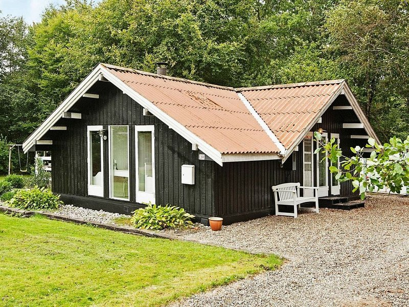 Quiet Holiday Home in Arrild with Terrace, holiday rental in Bredebro