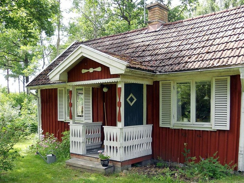 5 person holiday home in GULLABO – semesterbostad i Emmaboda
