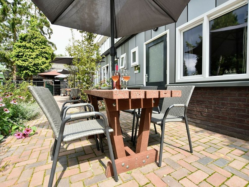 Modern Holiday Home in Hulshorst with Private Terrace, holiday rental in Vierhouten