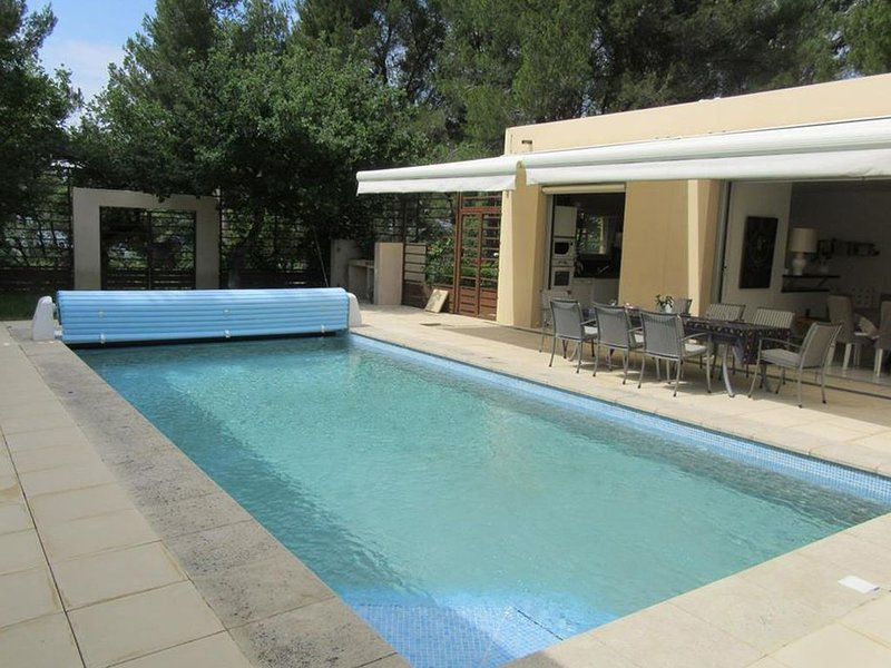 Modern Villa in Blauvac with Swimming Pool, holiday rental in Malemort-du-Comtat