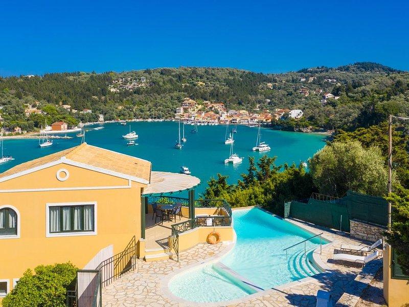 Thanasis: Large Private Pool, Walk to Beach, Sea Views, A/C, location de vacances à Paxos