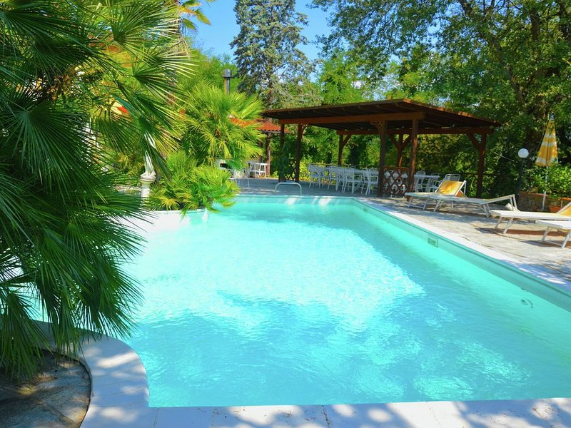 Spacious Holiday Home in Terranuova Bracciolini with Pool, holiday rental in Cicogna