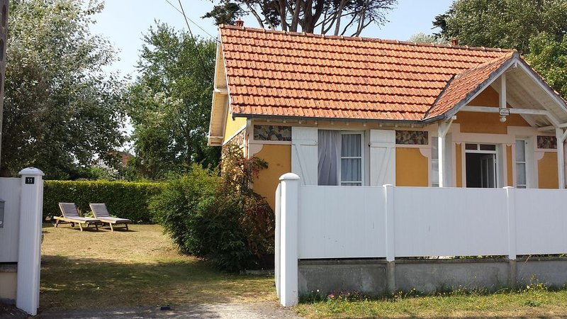 Small house of the 30 located 300m from the beach, classified 3 stars., location de vacances à Barneville-Carteret