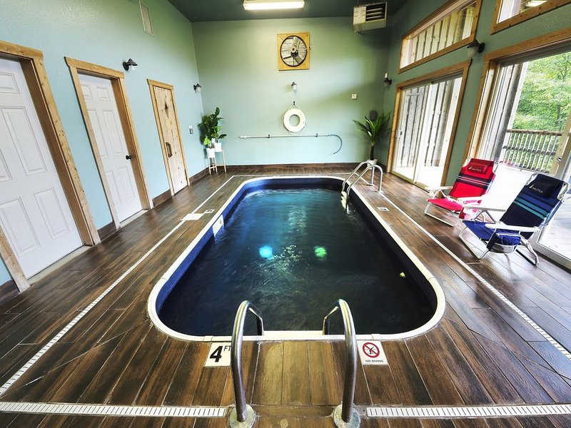 ***Private Indoor Pool*** Sauna-Hot Tub-Arcade & AMAZING Views!!!, holiday rental in Wears Valley