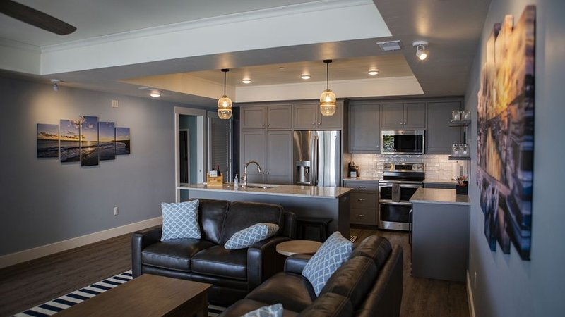 Downtown, luxury unit! Water View, Walking Distance to all of Sister Bay!, holiday rental in Sister Bay